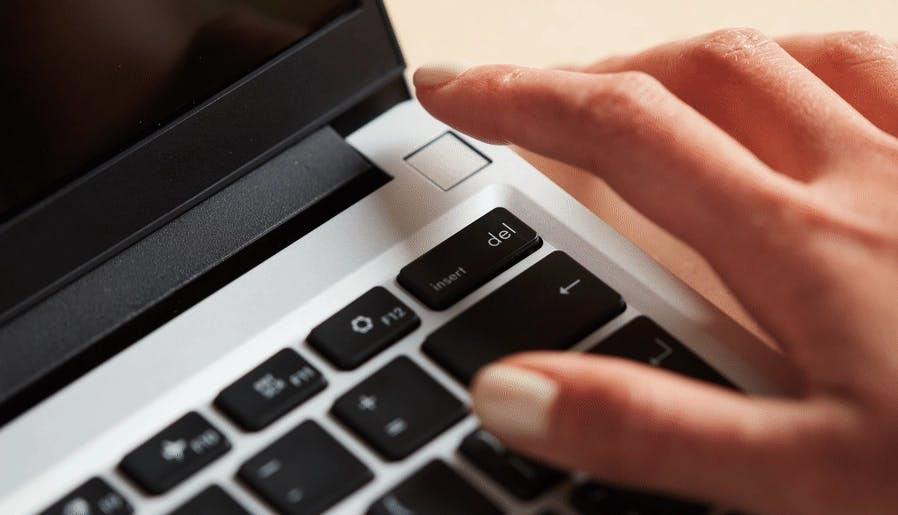 Turning on the Framework Laptop with the fingerprint reader
